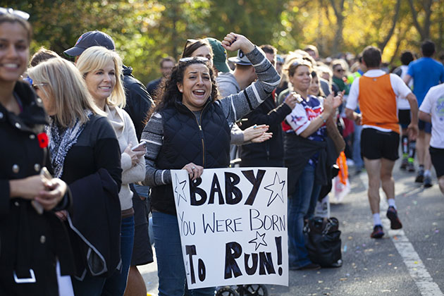Spectator at NYC 2016 marathon with hand written sign